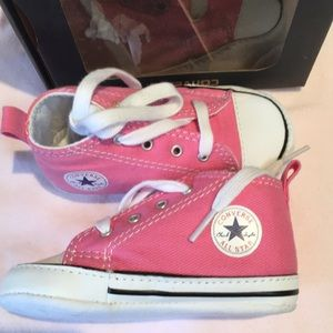 Converse baby girl crib shoes